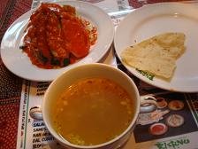 スープ、サラダ、パパド