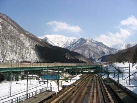 茂倉岳と土樽駅