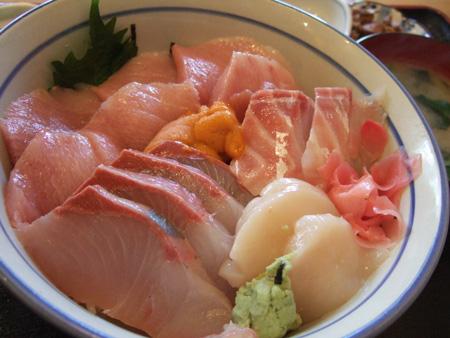 本まぐろ海鮮丼