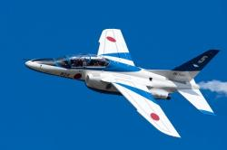 航空自衛隊ブルーインパルス ソロ機による展示飛行