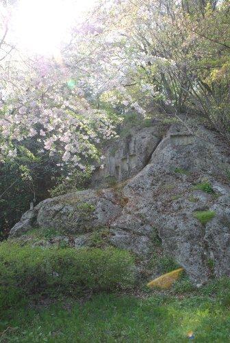 磨崖仏の山