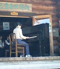 被爆ピアノ演奏