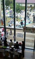 中庭ではフリーマーケットも
