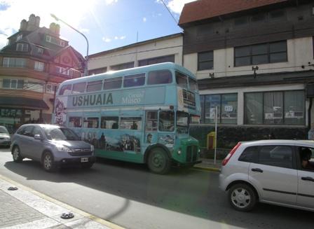 ウシュアイアの2階建てバス