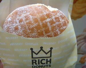 ミスタードーナツの「リッチドーナツ エンゼルクリーム」。