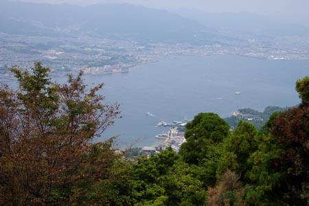 弥山山頂展望台より・宮島中心街を見下ろす