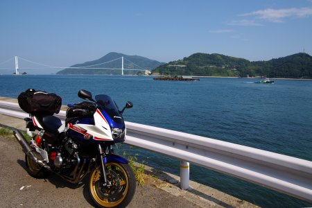 安芸灘大橋の見える海岸線で