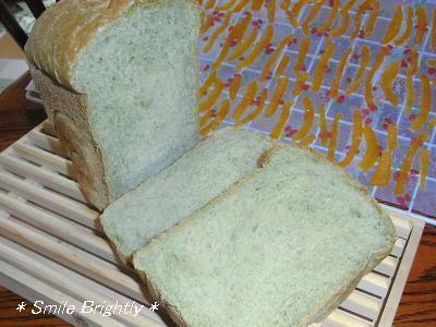 080502よもぎパン