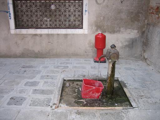 ヴェネチアの水噴き3