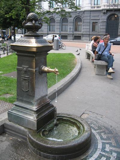 ミラノの水噴き1