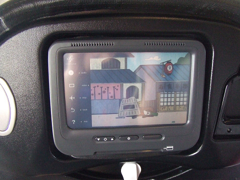 座席テレビ