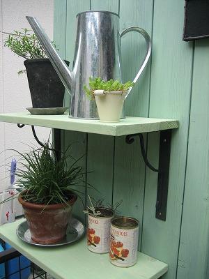 ガーデンシェッドの棚