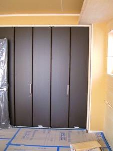 寝室のクローゼット建具