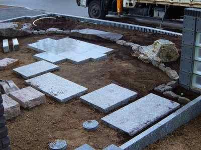 前庭の石設置完了