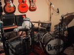 ビートルズが入ったロゴのドラムかっこいい!