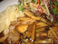 本日のランチセット(お肉)「鶏胸肉のポワレ ベーコンとキノコのソース」