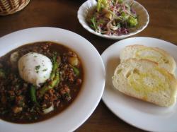 サービスランチセット「挽肉と野菜のカレー、半熟卵添え(キーマカレー風)」