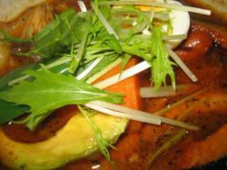 チキンのスープにチョリソーとバジルソーセージ