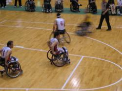 すごいスピードで車椅子が走ります!