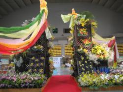 会場中央に飾られたフラワーモニュメント