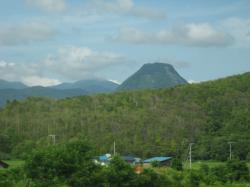 451号線で見たおもしろい山(^^)