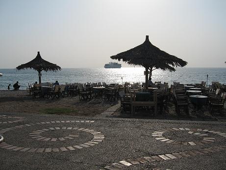 パトラス、海沿いのカフェ