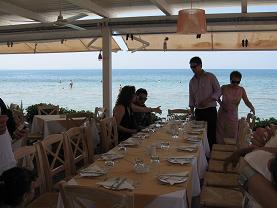 洗礼式が終わって、レストランに到着!パトラスの隣町ヴラフネイカのイタリアン・レストラン「アル・デンテ」です。