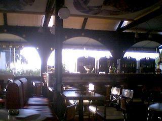 ちょっとレトロな雰囲気のカフェ・スタスモス内部2