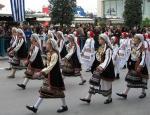 伝統衣装を着た生徒たち2
