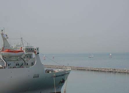 今日は特に多くて、ざっと見ても20隻以上出ていたヨット
