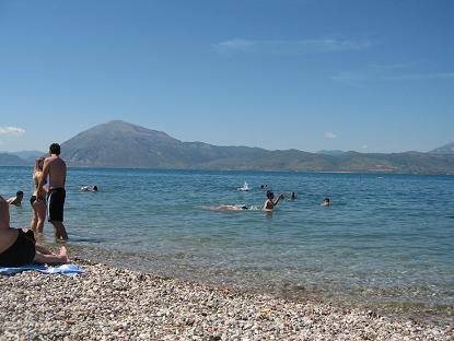 パトラスは、海の向こう側に山の見える風景が典型的