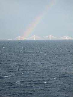 天気が崩れた金曜日。イタリアのバリへ向けて出発してすぐ、リオ・アッディリオの橋に虹が!