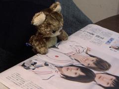 新聞を読むチャビィ