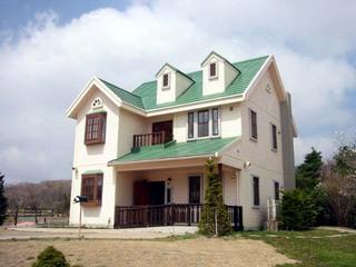 緑の丘のすてきなお家