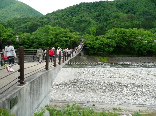 揺れる つり橋