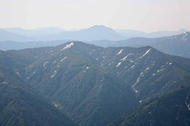 山頂から見た燧ケ岳