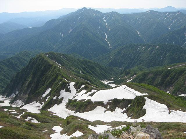 崩れる雪渓