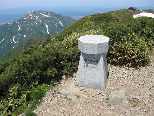 山頂標識と八海山
