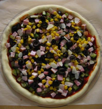 夏野菜ピザ焼く前