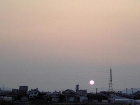 沈む大きな太陽