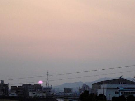 沈む大きな太陽2