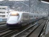 福島駅を通過するE2系