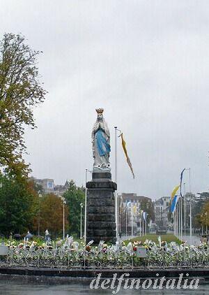 奇跡の水 ルルド マリア像