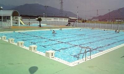 近くのプール