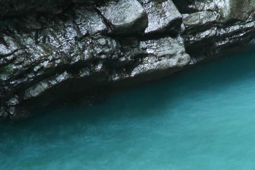 ゆっくり流れる川