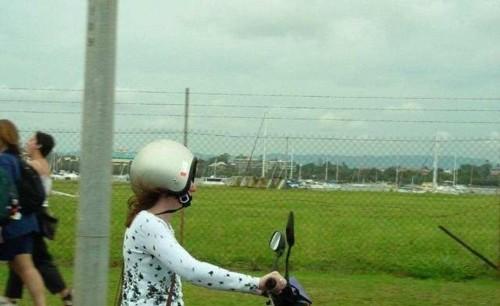 ヘルメット逆?