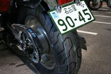 タイヤ新品。チェーンもスプロケも新品なのだ。