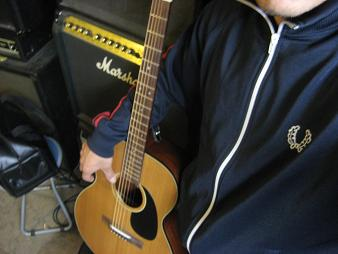 新しいギターと私