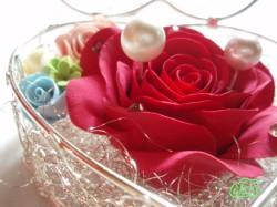 クレイで作った真っ赤な大きなバラのリングピロー