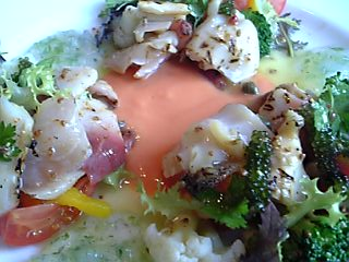 「北寄貝と白ミル貝の取り合わせ。クーリ・ド・トマトとアオサのジュレ」ヴィニュロン(福岡市)